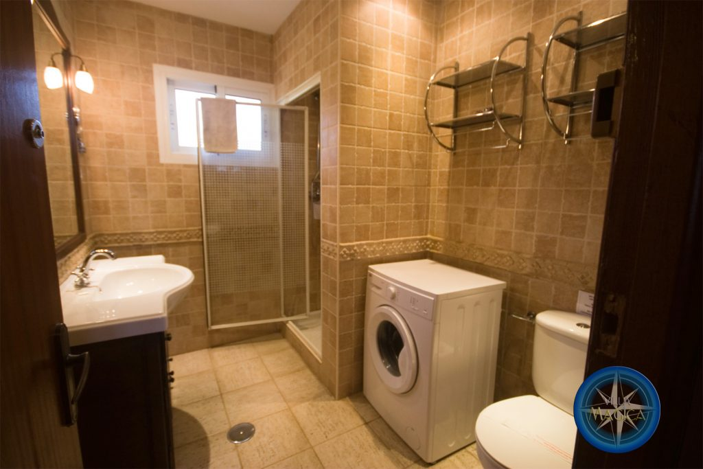 Shower Room with Washing machine